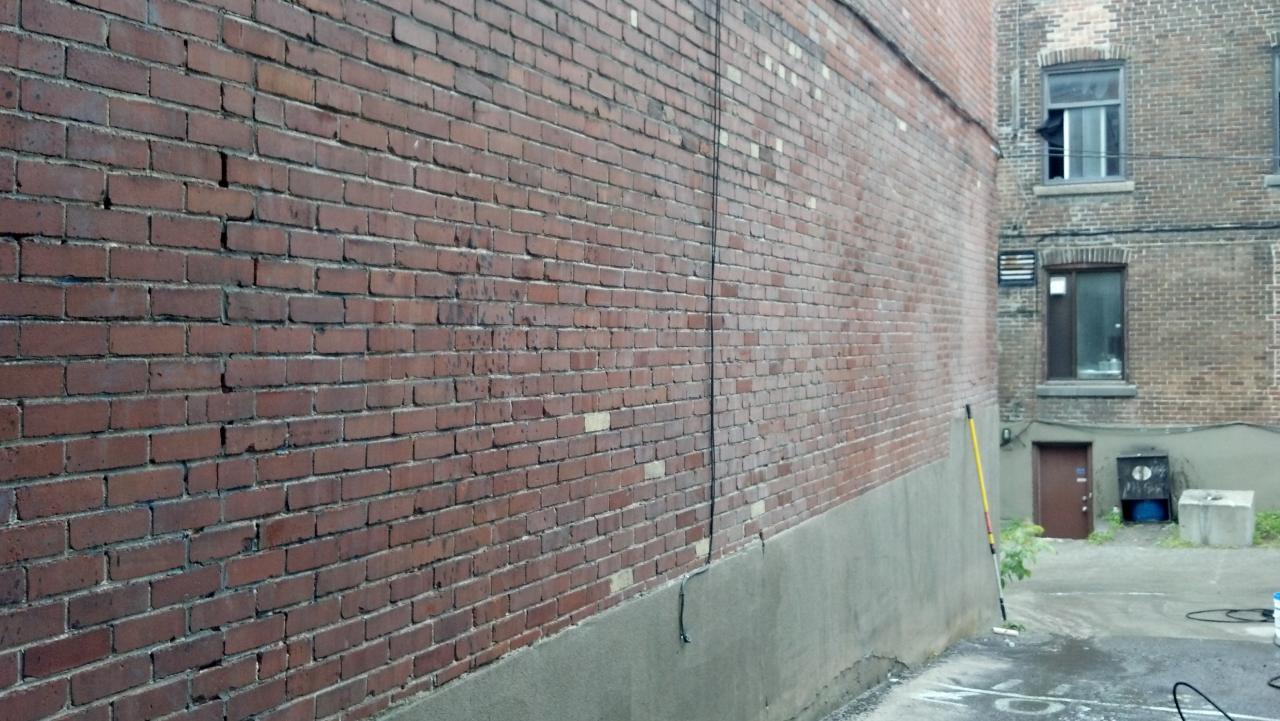 Retrait de graffitis ur brique