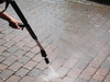 Nettoyage de joints de pavé-uni